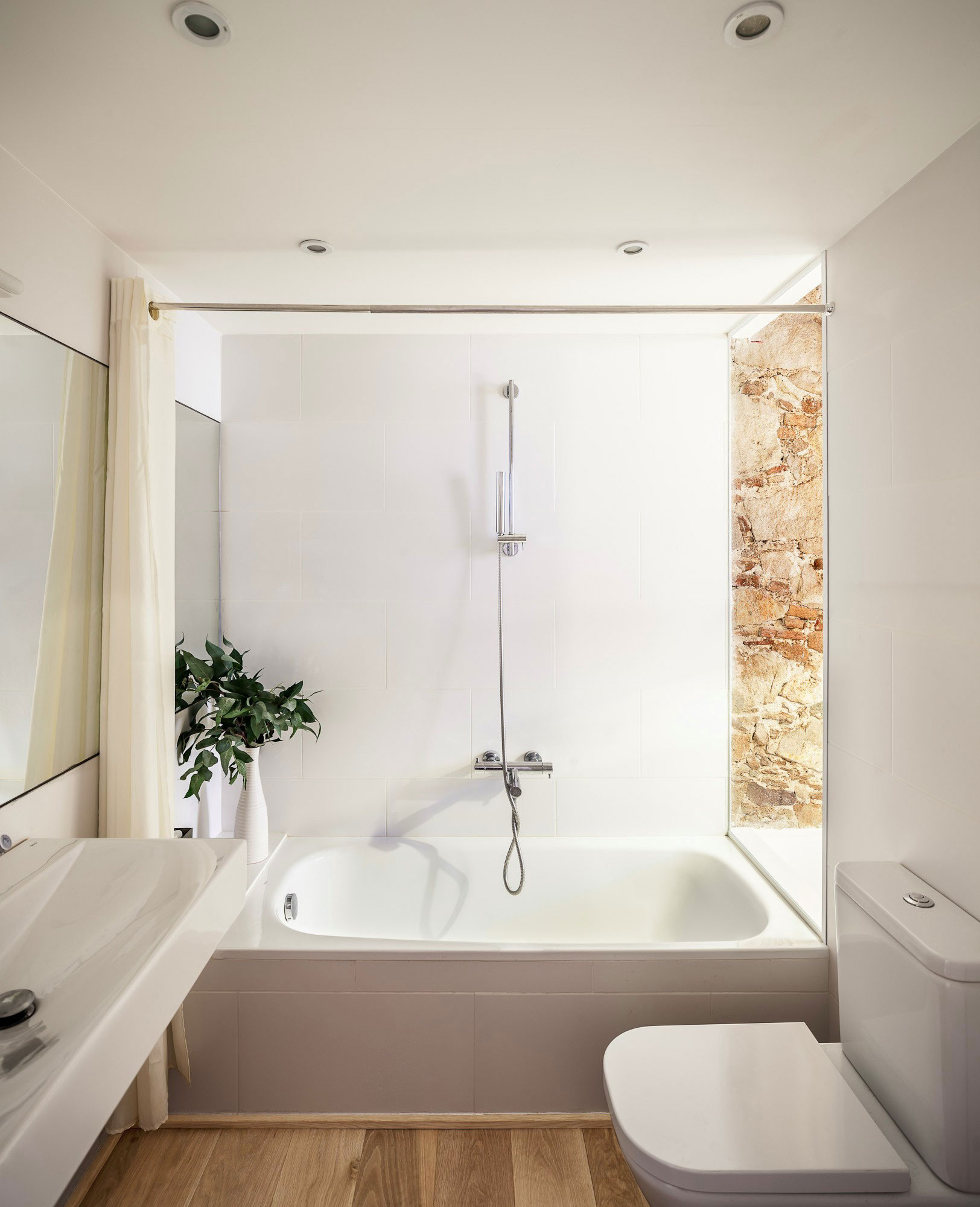 Renovation-Apartment-in-Les-Corts-bathroom