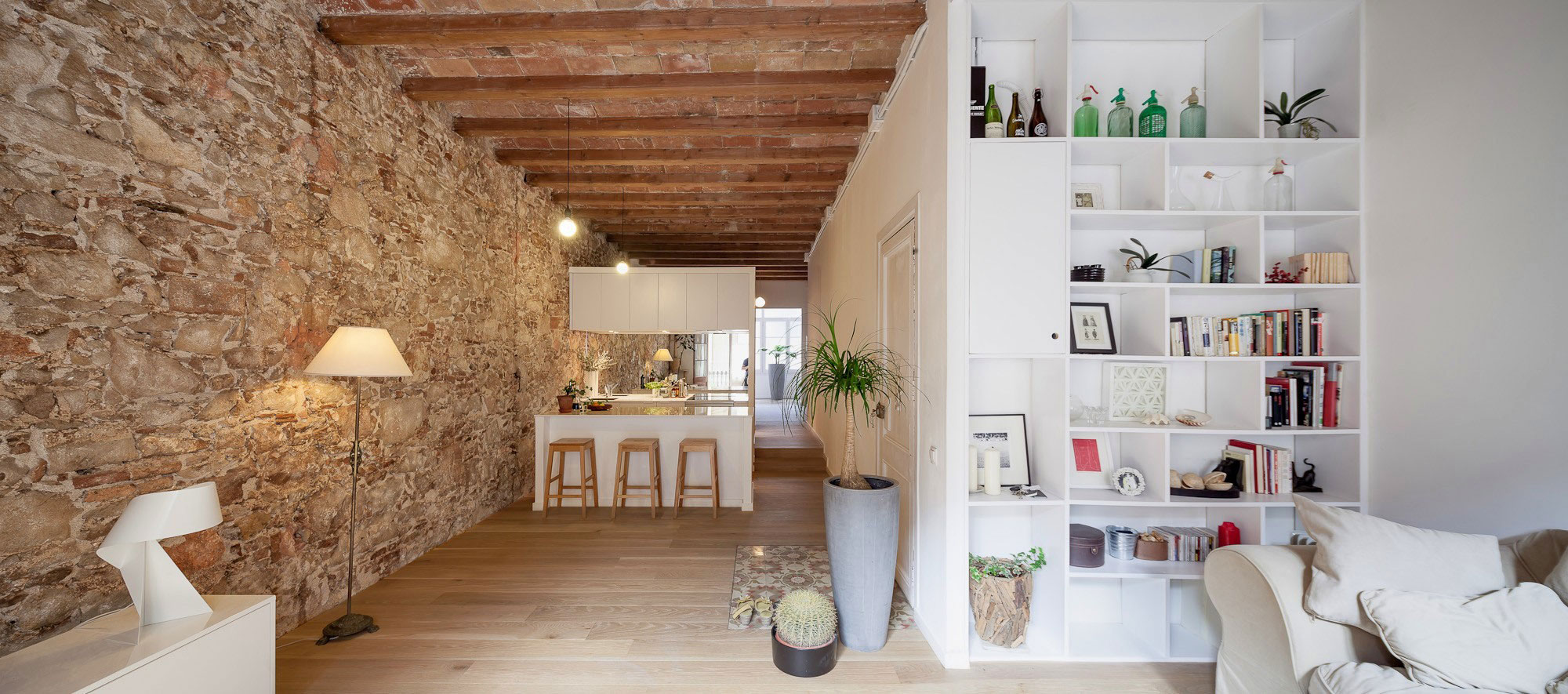 Renovation-Apartment-in-Les-Corts-living-room-sofa