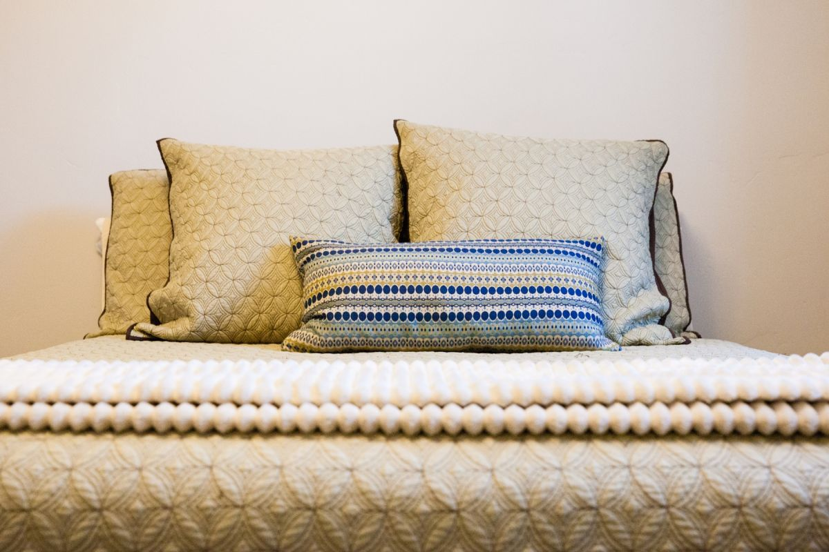 How To Decorate a Bedroom - Pillows