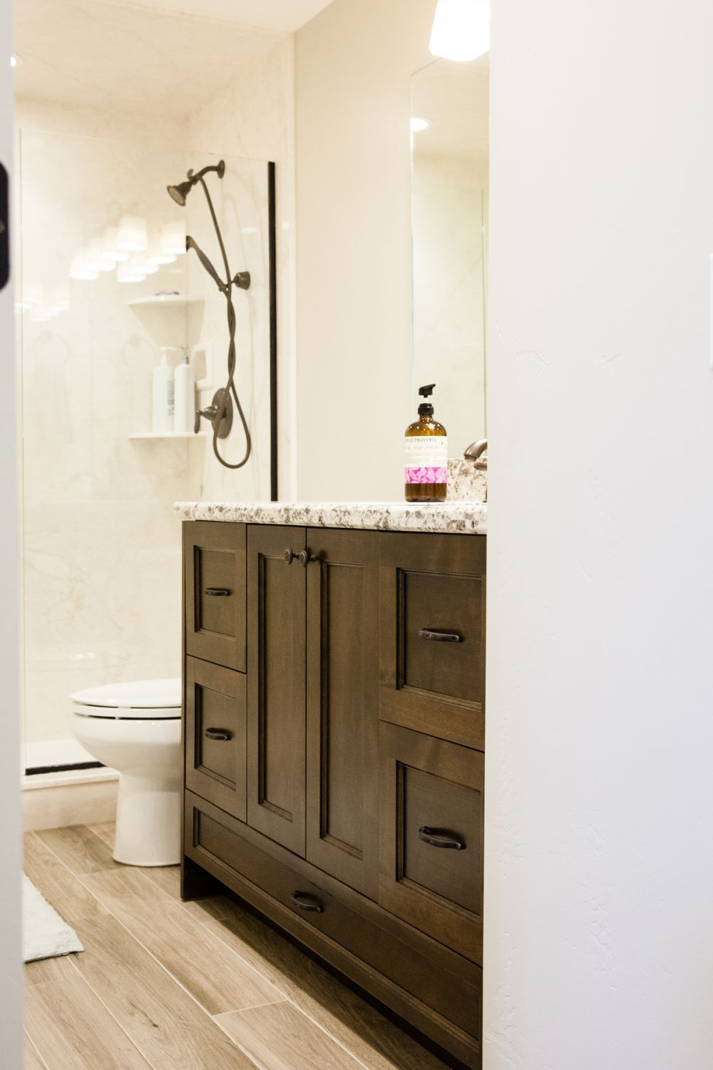 How to Decorate a Bathroom Without Clutter Tips