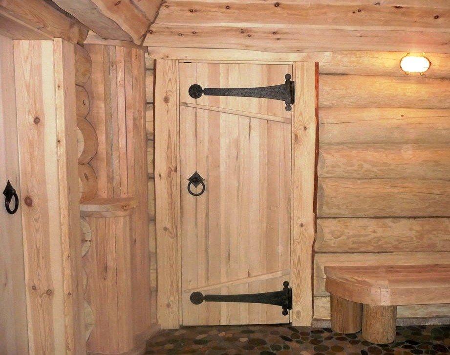 Самодельная дверь из дерева